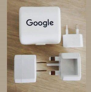 Travel adaptor berlogo Google untuk branding bisnis